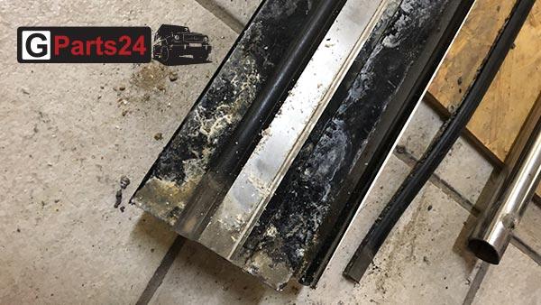 Eindringende Feuchtigkeit zersetzt den Aluminiumträger der w463 Trittbretter. Die Folge: Die Gummileisten samt der Edelstahlteile werden hochgedrückt und verformen sich.